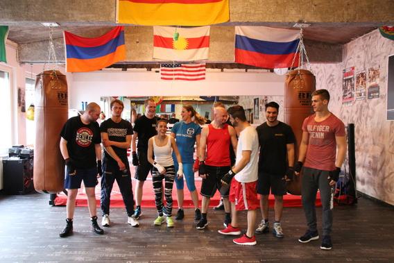 Das BKM Fight Gym bietet Dir ein einzigartiges Sporterlebnis der Extraklasse. In edlem Ambiente trainierst Du bei uns mit professionellen Trainern und Sportlern.